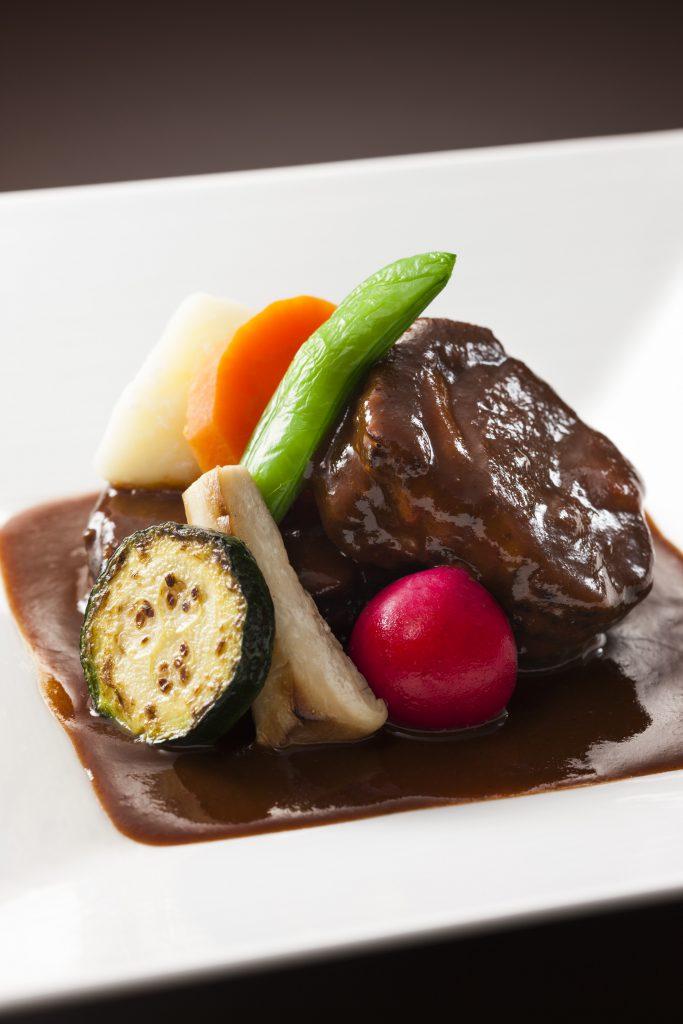 北海道産エゾ鹿肩ロース肉の煮込み