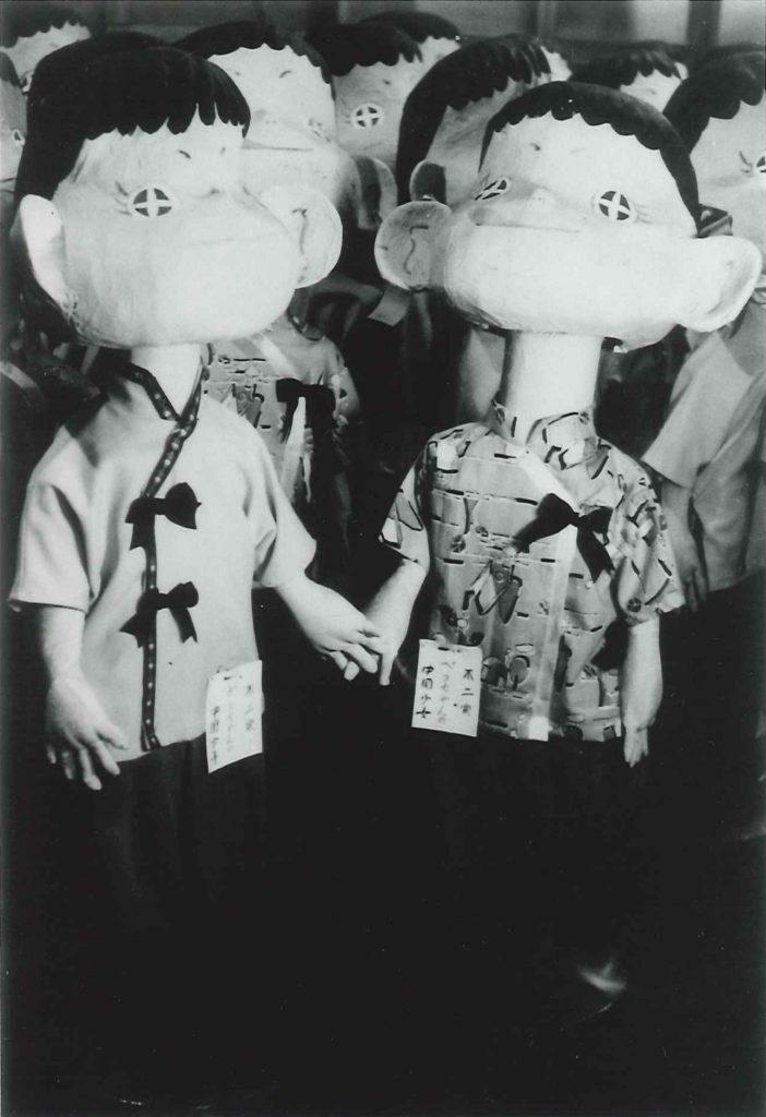 (9)昭和20年代後半から30年始めの張子のペコちゃん人形(右。左はポコちゃん)
